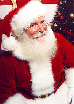 http://upload.wikimedia.org/wikipedia/commons/thumb/4/49/Jonathan_G_Meath_portrays_Santa_Claus.jpg/250px-Jonathan_G_Meath_portrays_Santa_Claus.jpg